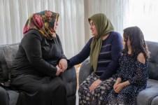 DSC 1897 - Rektör Alişarlı Anneler Gününde Şehit Ozan Özen'in Annesini Ziyaret etti.