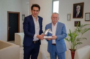 DSC 2553 - En İyi Askeri Kara Araç Tasarımı Ödülü Sahibi BAİBÜ Öğrencisinden Rektör Alişarlı'ya Ziyaret...