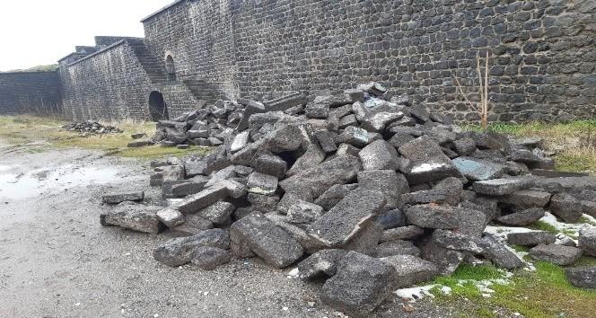 'Sur taşları' iddiasıyla el konulan taşlarının sıradan çıkmasına rağmen kendisine verilmediğini ileri sürdü