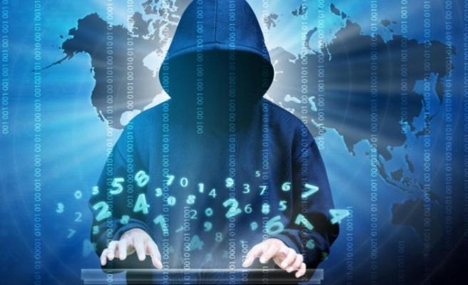 Dünya genelinde yüzlerce internet sitesi çöktü