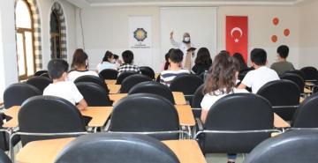Diyarbakır'da öğrencilere hepatit semineri