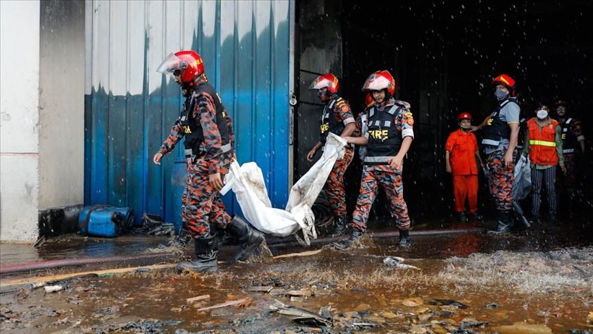 Bangladeş'te fabrika yangını: En az 52 ölü