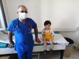 14 tane mıknatıs yutan çocuğun 8 yerden bağırsağı delindi