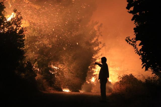 Antalya, Muğla ve Isparta'da alevlerle mücadele devam ediyor