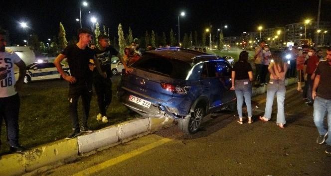 Diyarbakır'da araç yayaların üzerine uçtu: 3 yaralı