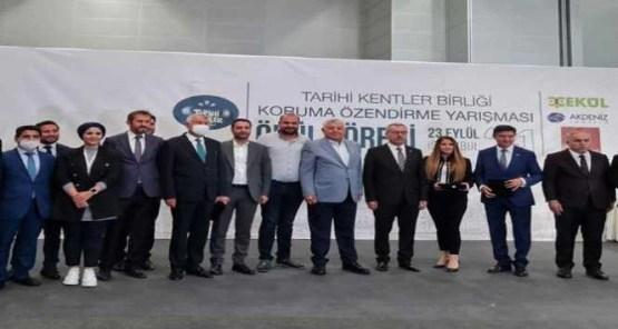 Diyarbakır Büyükşehir belediyesi Surlardaki diriliş ödülünü aldı