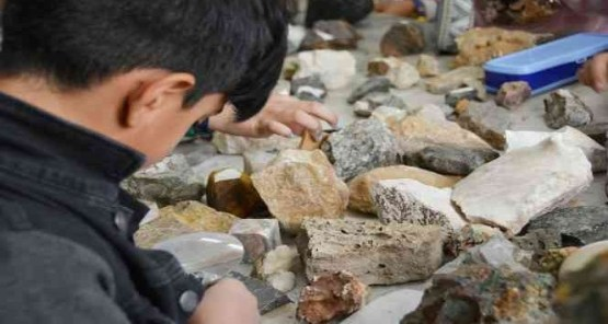 Mineraller, kayaçlar, ve fosillerin gizemi