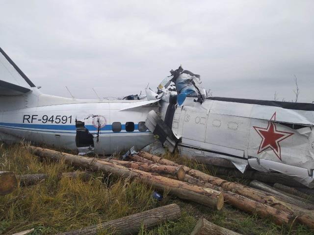 Paraşütçüleri taşıyan uçak düştü: 16 Ölü