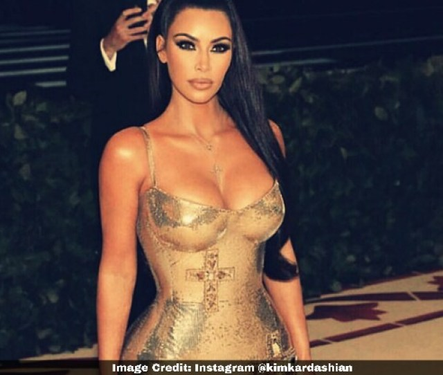 Kim Kardasian Cleavage Outfit