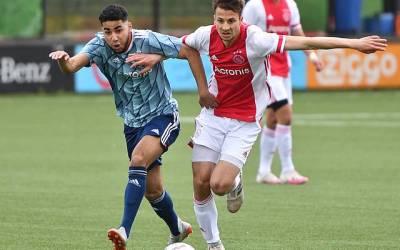 Ajax Zaterdag 1/2 verliest van Ajax O17/18: 3-2
