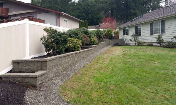 tiered retaining wall with vinyl