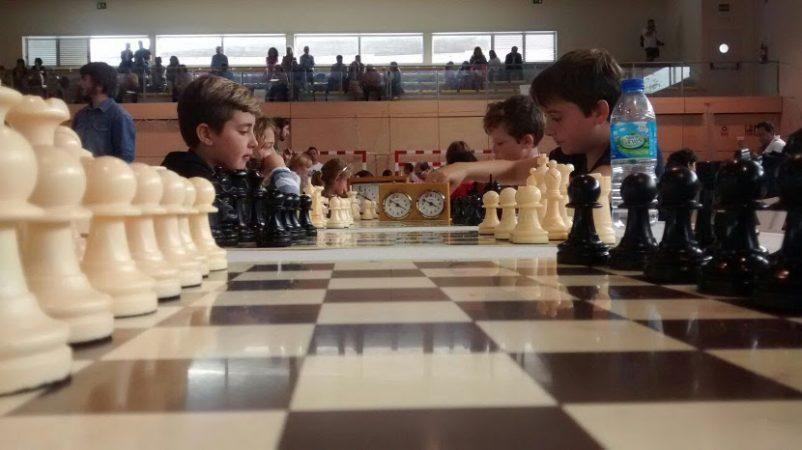 Niños jugando durante el III Memorial Jesús Boo