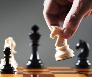 jugar ajedrez e1565969350807 TORNEOS PARA LOS ALUMNOS