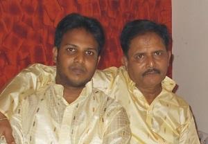 स्वर्गीय श्री अशोक जी लुनिया के साथ विनायक अशोक लुनिया का फाइल फोटो.