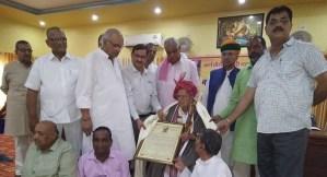 वैद्य महावीर प्रसाद शर्मा का अभिनंदन भावी पीढ़ी को प्रेरणा देने वाला