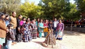 गुरूकृपा टेस्ट हाउस ने मीनू स्कूल मे मनाया मकर संक्रान्ति व लोहडी पर्व