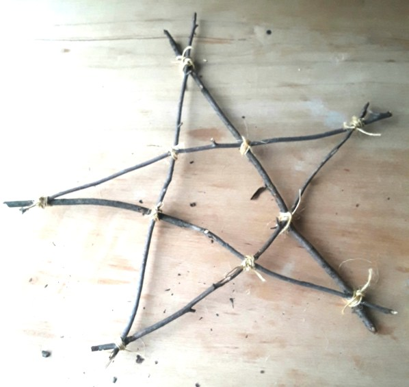 star formed by tying and wrapping twine.