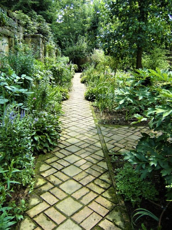 Stan Hywet Hall & Gardens: Finding Diagonal Lines - A. Joann