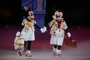 MINNIE AND MICKEY BEGIN THEIR MAGICAL JOURNEY IN SCENIC LONDON[4][1]