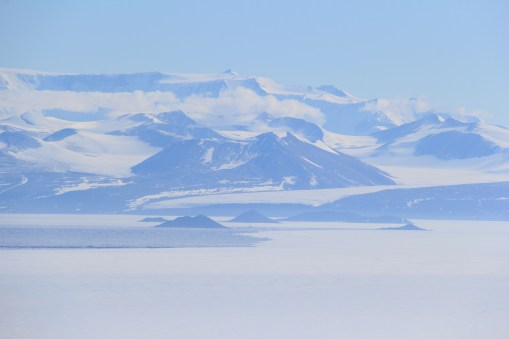 Hobbs Glacier, at Cape Chocolate, flowing out onto the Ice Shelf toward the Dailey Islands. © A. Padilla