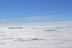 An excellent view of Erebus Bay. The four islands that you see are (left to right) Tent Island, Inaccessible Island, Big Razorback Island, and Little Razorback Island. © A. Padilla