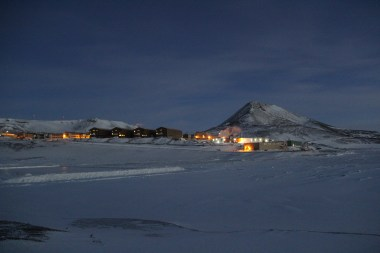 "Observation (or simply ""Ob"") Hill at dusk, seen from Hut Point near the Discovery Hut, on a cold and calm WinFly evening. © A. Padilla"