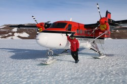 Kenn Borek Air's ski-equipped DHC-6 Twin Otter 300 at Odell Glacier, Antarctica. © A. Padilla