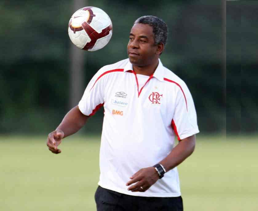 Ídolo da torcida do Flamengo promove tarde de autógrafos no RioMar Aracaju