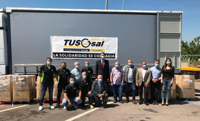 La plantilla de l'empresa TUSGSAL lliura 12 tones de productes de primera necessitat a l'Associació Social Amics del Gorg Mar de Badalona