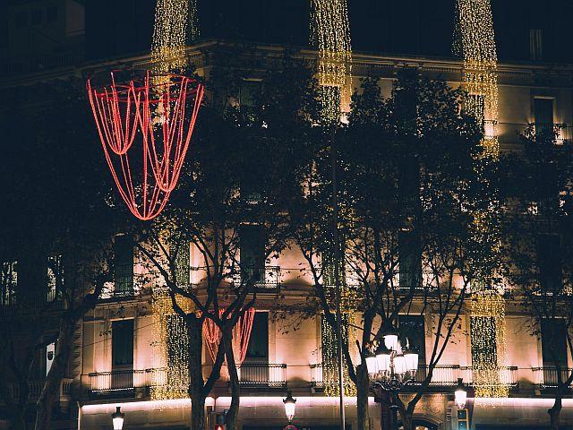 Barcelona fija el encendido de las luces de Navidad para