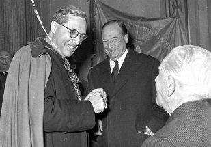 Presentació de les dues campanes de la Capella Marcús, Ramón Marull i Narcís Jubany, març de 1957 Font: col·lecció Ramon Marull