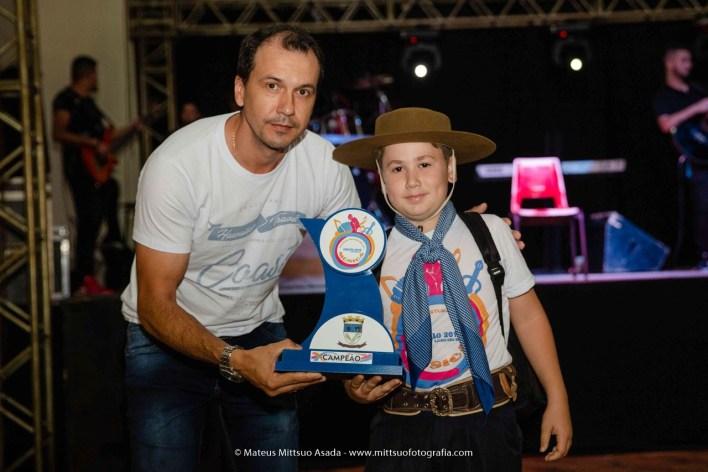 Na Modalidade Instrumental, da Categoria 1, o grande campeão foi Ricardo Augusto Albrecht, com a música Missioneira, de Tio Bilia