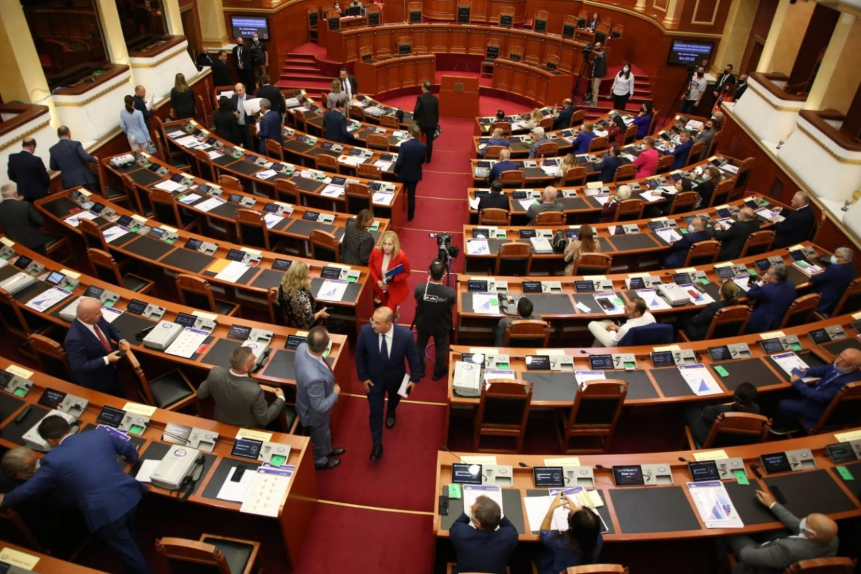 Zbardhet shkresa e PD, burime nga Kuvendi: Sali Berisha nuk është anëtar i grupit parlamentar demokrat