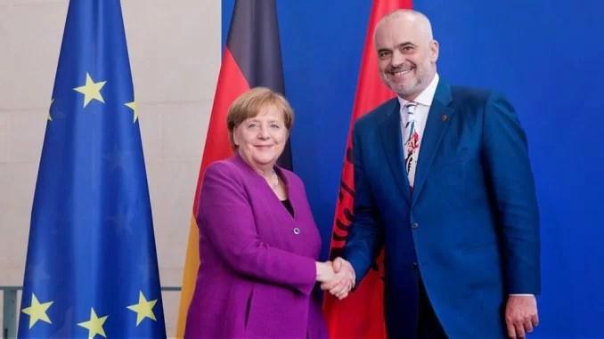 Kancelarja Merkel sot në Tiranë, vizita e saj nis me takimin me Ramën