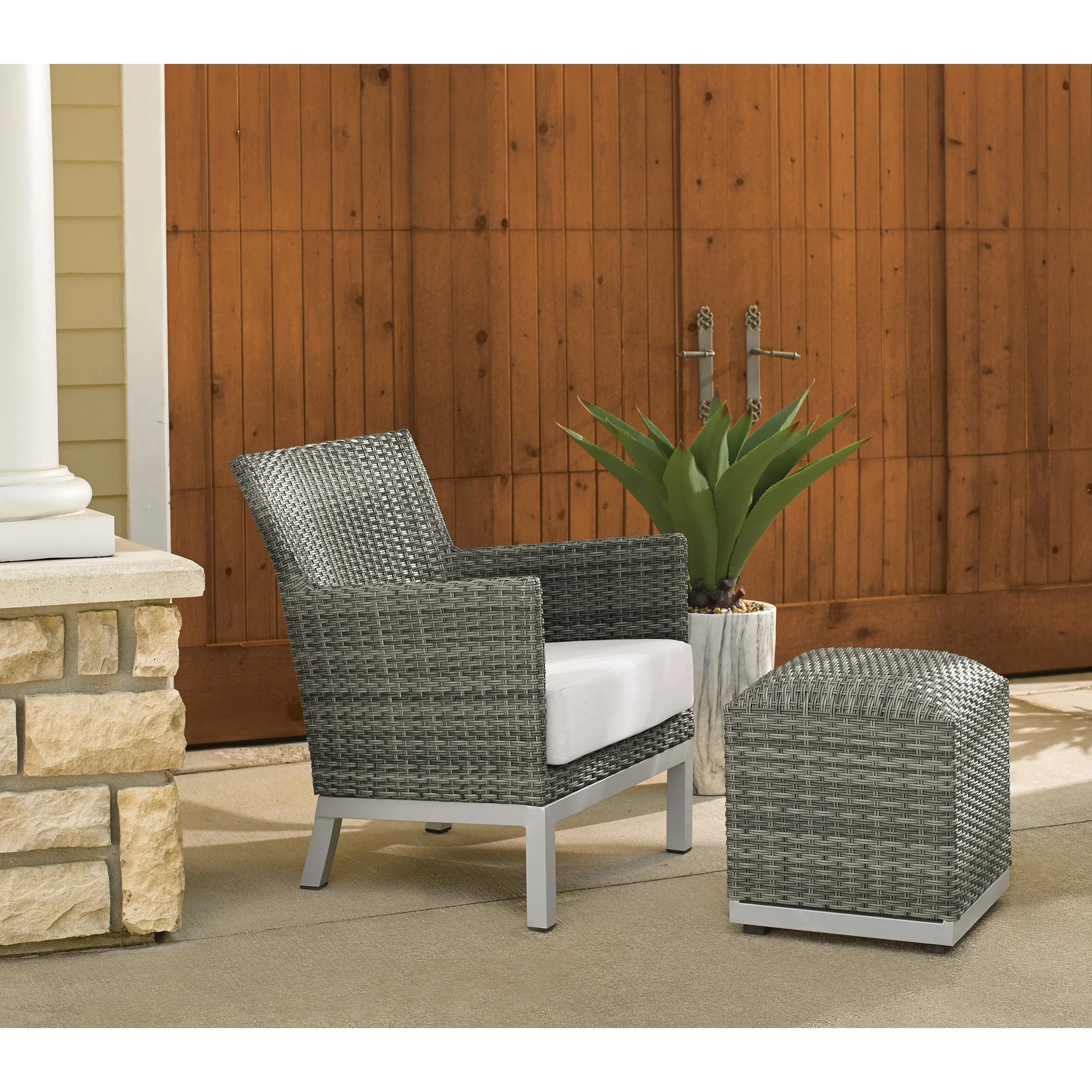 Eggshell Chair Oxford Garden Argento Resin Wicker Club Chair And Pouf Eggshell White Cushion