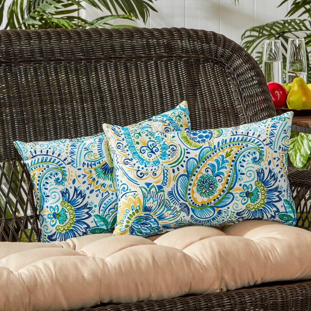 outdoor decorative throw pillows in