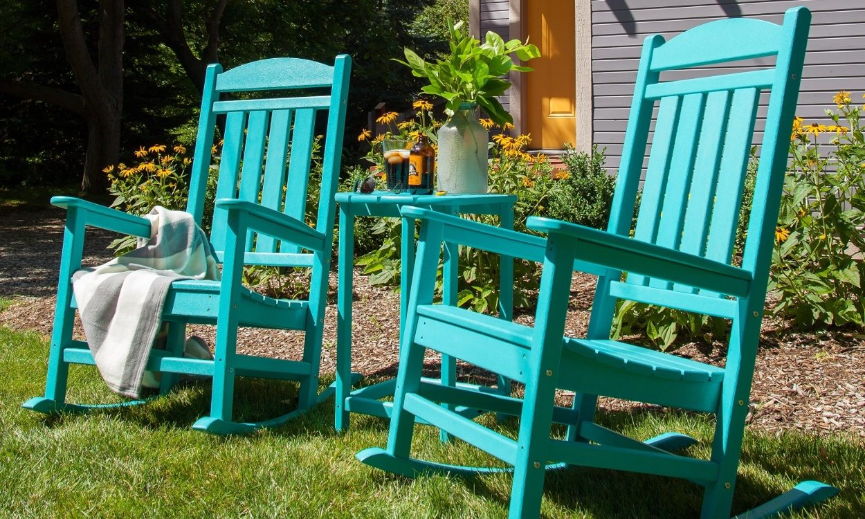 cleaning your plastic lawn chairs