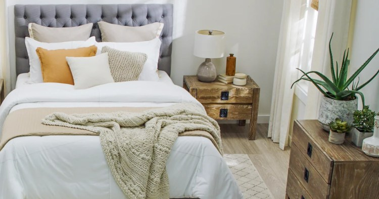 How To Arrange A Small Bedroom With Big Furniture Overstock Com