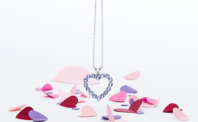 Top 10 Valentine S Gifts To Make Her Heart Sing