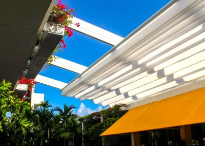 Retractable roof garden pergola shade