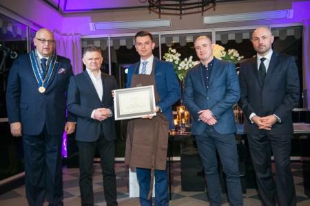 Od lewej: Maciej Dobrzyniecki, Piotr Mróz, Paweł Zduniak (Prix au Sommelier), partnerzy Akademii