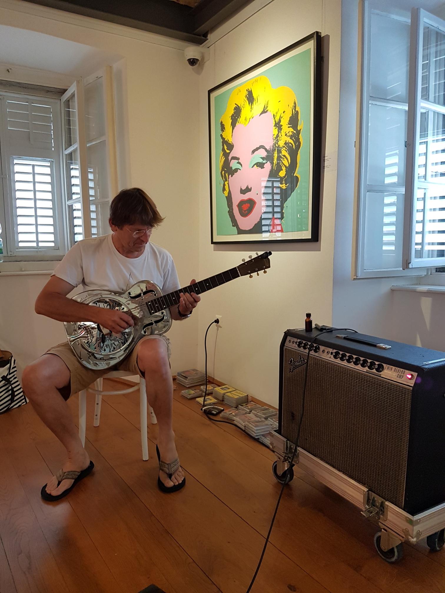 Stars&Guitars – pop-art izložba u Dobrinju