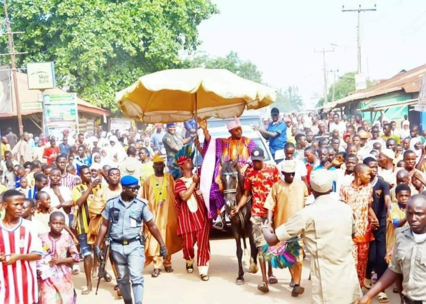 Oluwo-Of-Iwo-Celebrates-His-52nd-Birthday-With-His-People-On-A-Horse-1024x731