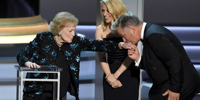 Betty White was introduced by Kate McKinnon and Alec Baldwin for a special honor at the 2018 Emmys.