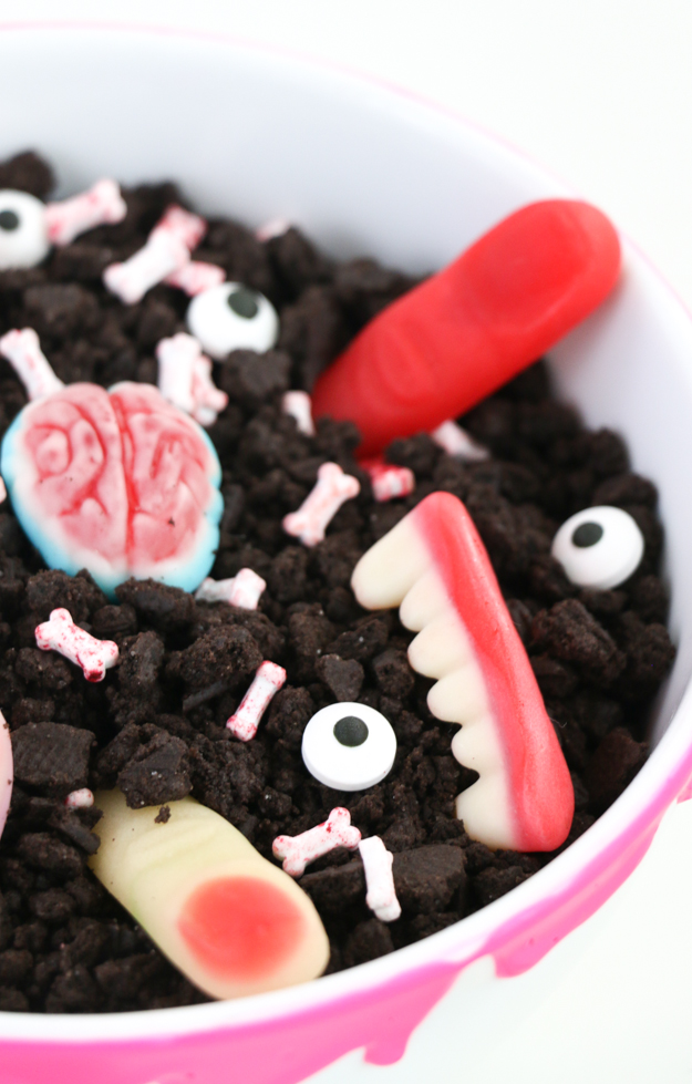 Diy network has clever ideas for creating spooky yet chic decorations for you and the kids this halloween. Make It Halloween Body Part Dessert And A Bone Chilling Trivet A Kailo Chic Life