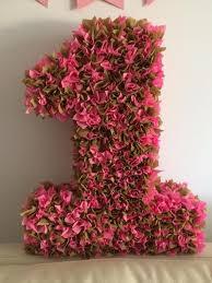 декор цифры салфетками в виде цветочков