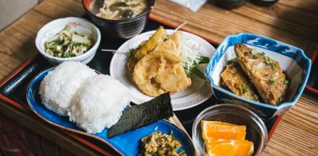香川小豆島「こまめ食堂」手捏飯糰定食、島風素麵與醬油冰淇淋