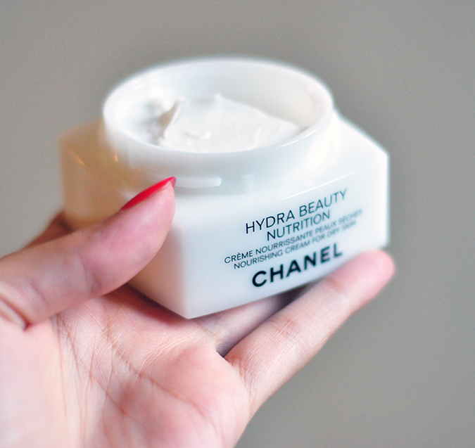 Hydra Beauty Nutrition - { Chanel } | www.akanksharedhu.com | Open jar in hand