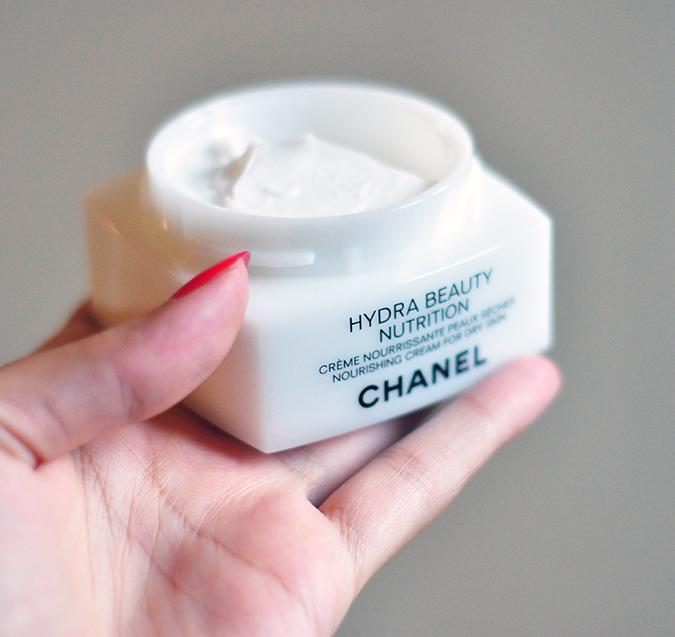 Hydra Beauty Nutrition - { Chanel }   www.akanksharedhu.com   Open jar in hand