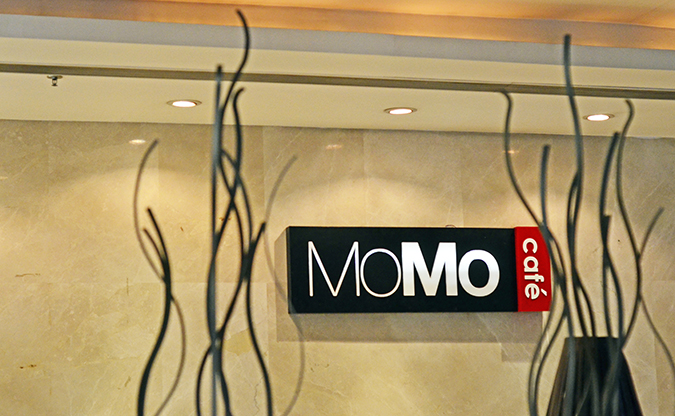 Weekend Getaway | Courtyard Marriott Gurgaon | momo cafe signage